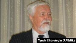 Профессор Юлий Худяков.