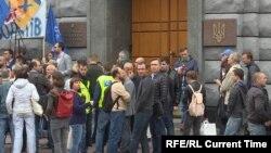 Протесты против роста цен на газ в Киеве у здания СБУ