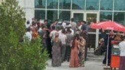 Türkmenabatdaky bankomatlaryň öňünde nobata ýazylan adamlaryň sany 1000-e ýetýär