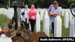Reekshumacija mezarja, Memorijalni centar Potočari, 24. juli 2016.