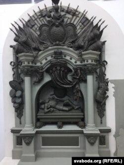 Макет помніка выкананы ўкраінскімі скульптарамі Аляксеем Сідаруком і Барысам Крыловым