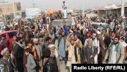 Акция протеста против авиаудара в Кундузе, в результате которого погибли мирные жители, 3 ноября 2016 года, Афганистан.