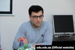 Tərcüməçi Qurban Ələkbərov.
