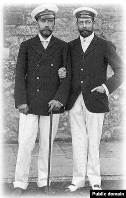 Принц Уэльский, будущий король Георг V, с двоюродным братом, императором Николаем II. 1909.