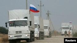 Грузовики из состава российской колонны в Ростовской области 12 сентября