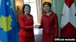 Atifete Jahjaga dhe Simonetta Sommaruga (djathtas) gjatë takimit të sotëm në Bernë të Zvicrës