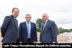 Александр Сташкевич (крайний справа)