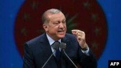 Раҷаб Эрдӯғон, зимни суханронӣ дар як ҳамоише дар шаҳри Анкара дар рӯзи 6-уми апрел.