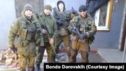 Pjesëtarë të forcave separatiste proruse në Luhansk