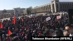 Участники митинга в поддержку Садыра Жапарова. 2 марта 2020 года.