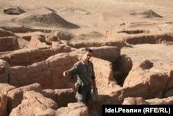 Дмитрий Мадуров во время археологических работ