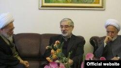 مهدی کروبی، میرحسین موسوی و آیت الله بیات زنجانی. عکس از وب سایت تغییر