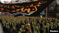 أنصار حزب الله في تجمع في بيروت بمناسبة عاشوراء