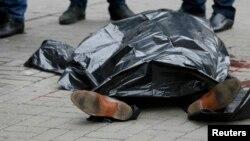 Тело Дениса Вороненкова на месте убийства