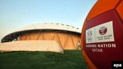 Лягатып чэмпіянату сьвету па футболе 2022 году, каля стадыёна ў Катары.
