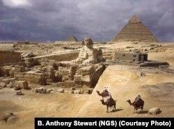Rojtarë të piramidave të Giza-s, në vitin 1938.