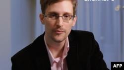 Бывший сотрудник по контракту АНБ США Эдвард Сноуден.
