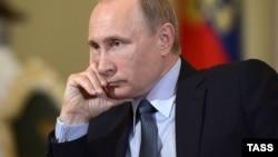 Владимир Путин дает интервью итальянской газете Corriere della Sera. Москва, 6 июня 2015 года