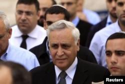 Израилдин мурдагы президенти Моше Кацав (ортодо) Жогорку Соттун өкүмүн уккандан кийин. Иерусалим, 10-ноябрь, 2011