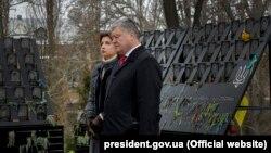 Prezident Petro Poroshenko və xanımı xatirə mərasimində