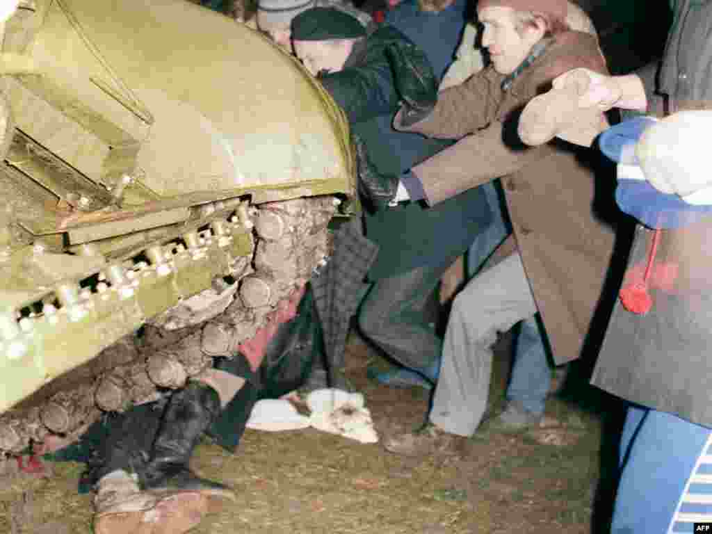 "January 1991: As Lithuanians clamor for independence, Gorbachev flatly refuses to allow the Baltic states to secede from the U.S.S.R. Tensions rise and armor rolls into Vilnius, including a crack KGB fighting squad whose presence is secret. Thirteen civilians are killed, one dies of a heart attack, and a KGB operative is killed by friendly fire. A dark joke of the time notes that Gorbachev's ""perestroika"" (restructuring) is turning into ""perestrelka"" (a shootout)."