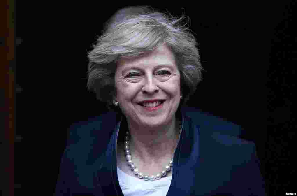 """Тереза Мэй """"Брекзит значит Брекзит"""". Главе британского правительства придется объяснить смысл этой сказанной ею фразы в уведомлении о начале двухлетних переговоров о выходе ее страны из Евросоюза. Мэй придется проявить огромную выдержку, чтобы не допустить расколов в собственном правительстве и объединить страну, в которой Шотландия и Северная Ирландия грозят провести референдумы о независимости."""