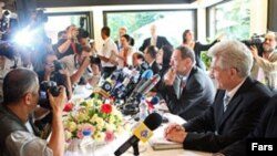 خاویر سولانا، نماینده کشورهای گروه موسوم به پنج به علاوه یک در کنفرانس خبری روز ۱۴ ژوئن در تهران.(عکس: فارس)