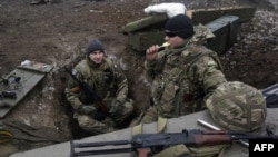 Українські бійці на позиції біля гідрометстанції Донецького аеропорту, фото 11 грудня 2014 року