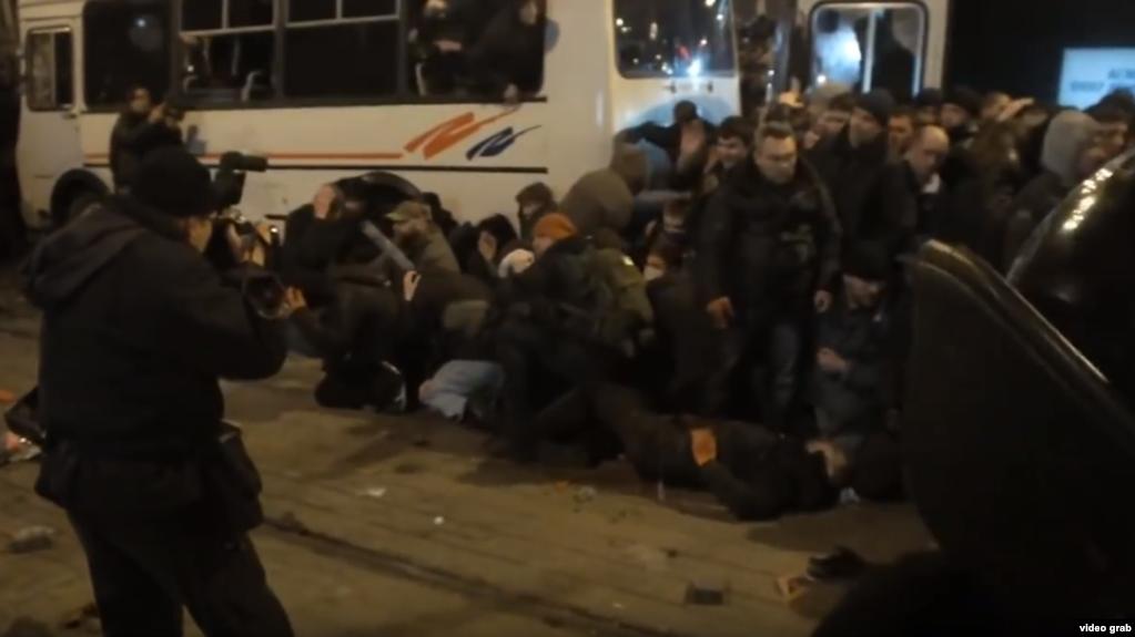 Избиение участников украинского митинга 13 марта 2014 года, площадь Ленина, Донецк. Один человек был забит до смерти