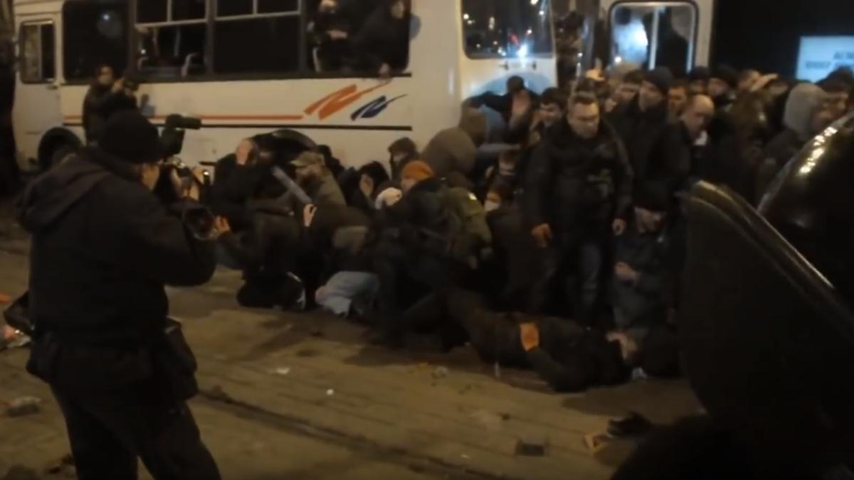 «На колени! Россия!» Как до крови забивали украинский Донецк 13 марта 2014-го