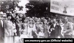 Українська маніфестація у Кам'янці-Подільському на честь Української Народної Республіки. Літо 1920 року