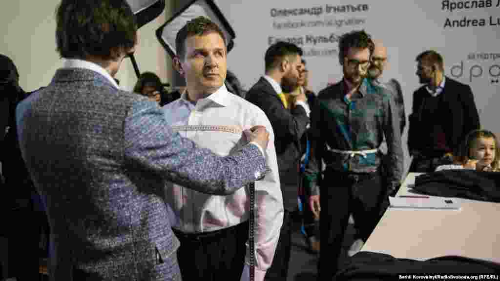 Телеведучий Юрій Горбунов став одним із героїв проекту, в рамках якого українські дизайнери повинні за обмежений час (близько 40 годин) пошити для відомих українців фірмові костюми. Таким чином вони хочуть довести, що український одяг нічим не гірший за європейський, і привернути увагу до своїх брендів