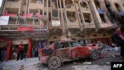 После взрыва на одной из улиц Багдада. 28 августа 2013 года.
