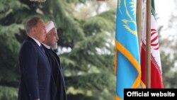 Президент Казахстана Нурсултан Назарбаев (слева) и президент Ирана Хасан Роухани. Тегеран, 11 апреля 2016 года.