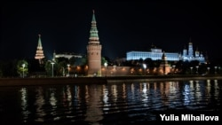 Kremlinul noaptea, Moscova, Rusia.