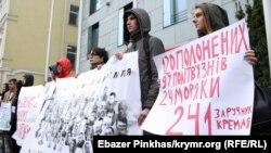 Усилить давление и освободить политузников – акция протеста в Киеве (фотогалерея)