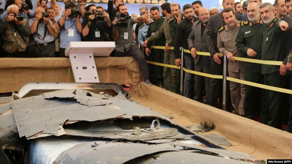 نمایی از آنچه که ایران شهریورماه به عنوان لاشه پهپاد ساقط شده آمریکایی در موزه دفاع مقدس به نمایش گذاشت.