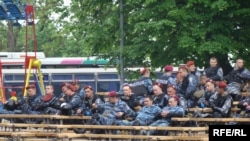 (архівна фотографія) Міліція під час акцій опозиції біля будівлі Верховної Ради, Київ, 11 травня 2010 року