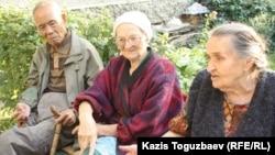 Жители Алматы Юрий Пан, Раиса Карасенко, Мария Квашнина (слева направо).