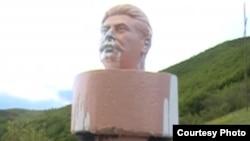 Голова Сталина, стоявшая в селе Атени