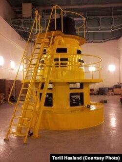 Одна из турбин в машинном зале электростанции. Фотография Торилл Хааланд