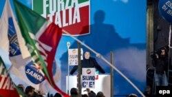 Сільвіо Берлусконі виступає перед прихильниками, Рим, 27 листопада 2013 року