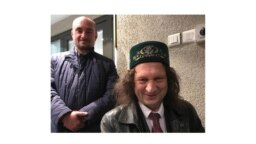 Адвокат Руслан Нагиев (слева) и Павел Шмаков