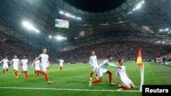Ingiltərə-Rusiya oyununda dava düşüb