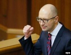Arseni Iațeniuk la tribuna Parlamentului