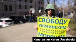 Zapt etilgen ukrain deñizcilerge bir kişilik qoltutuv piketi
