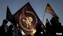 """Участники акции """"Русский марш"""", приуроченной ко Дню единства. Новосибирск, 4 ноября 2014 года."""