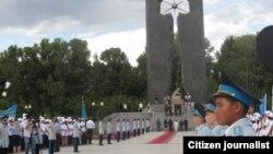 Парад в Семее по случаю 22-й годовщины со дня закрытия Семипалатинского ядерного полигона.