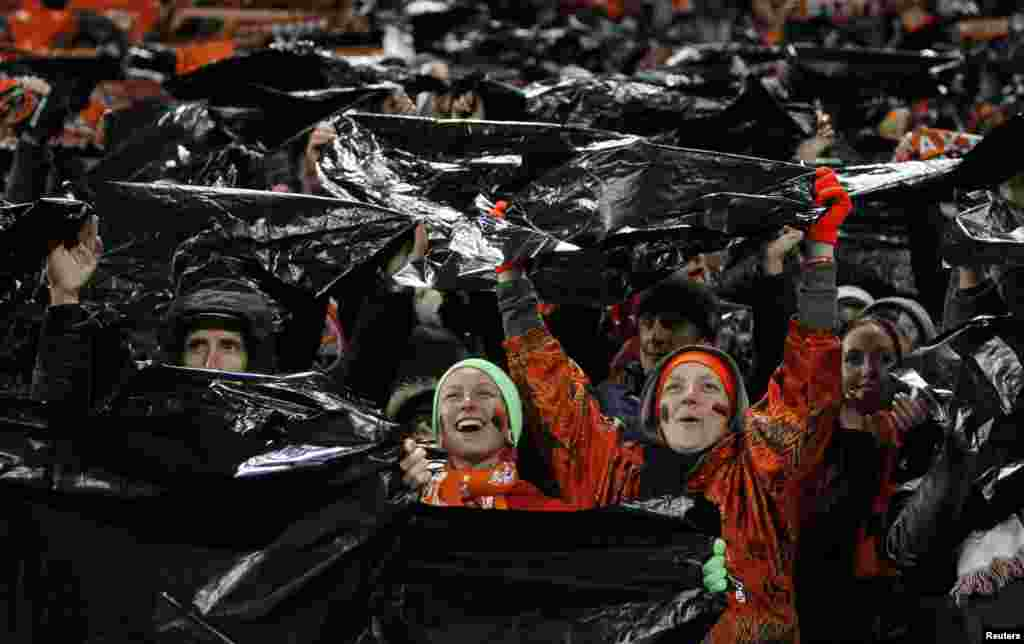Fans of the Shakhtar Donetsk soccer club cheer their team during a Champions League soccer match against Manchester United on October 2. (Gleb Garanich)