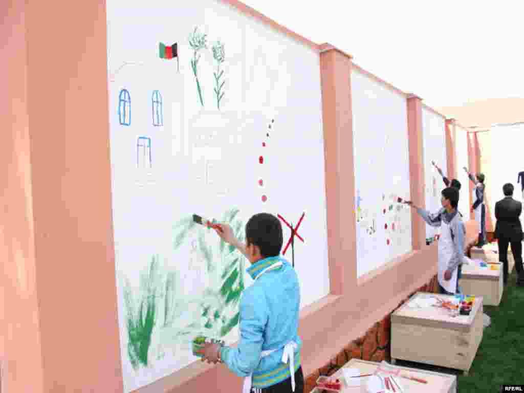 Afghanistan - Crtanje na zidovima Kabula